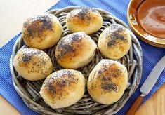 Lette og luftige rundstykker som du lager enkelt som bare det. Disse fine rundstykkene passer til det meste, frokost, lunsj, middag og kvelds. Du lager bollene så små eller store du vil, og de er fine å fryse. Norwegian Food, Wheat Beer, Piece Of Bread, Granola, Food Styling, Italian Recipes, Baking Recipes, Bakery, Food Porn