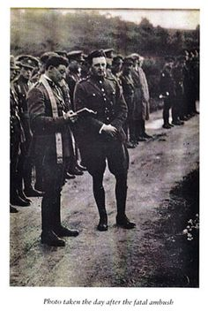 Photo taken the day after the death of Michael Collins Ireland 1916, Erin Go Bragh, Michael Collins, Al Capone, Free State, Dublin City, Door Storage, Luck Of The Irish, Military Uniforms