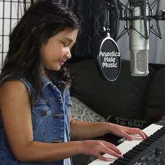 Hey everyone!  Check out my new cover, Rihanna Diamonds 😊🎶 Go to my FB/YT pages for the full song!  Let me know what you all think!! Love, Angelica XOXO 💖 #inspiration #singer #piano #princess #talent #music #kids #kidstalent #angelicahalemusic #rihanna #diamonds