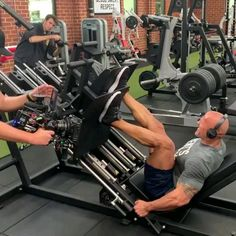 Fitness Gym, Muscle Fitness, Physical Fitness, Gym Workout Videos, Easy Workouts, At Home Workouts, Bodybuilder, The Rock Workout, Dwayne Johnson