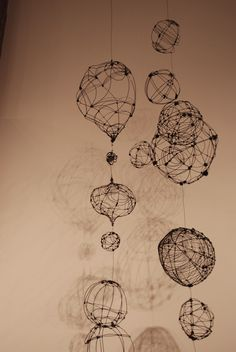 DIY: Hanging wire orbs & pods by gilhooly studio, Wire, sticks or string with a balloon and glue. Stylo 3d, Chocolate Lab Puppies, Art Nouveau, 3d Pen, Sculpture Art, Wire Sculptures, Abstract Sculpture, Bronze Sculpture, Wire Crafts