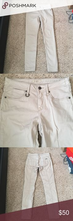 Burberry Brit Westbourne Skinny Ankle Burberry Brit Westbourne Skinny Ankle Jeans in classic light khaki color. D-Ring detail near front pocket and subtle logo hardware on back pocket. Extremely flattering with good amount of stretch. 97% cotton, 3% elastane. Worn a few times, in excellent condition. Size 26w, waist has been expanded (shown in last 2 photos). Measures 14.5in across laid flat. Inseam 29in Burberry Jeans Skinny