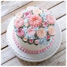spring garden wedding cake  #Regram via @ivenoven