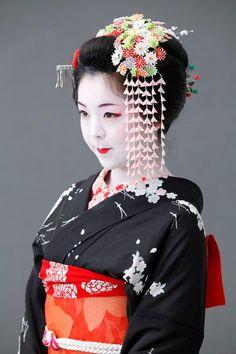 Japanisches Mädchen im Kimono