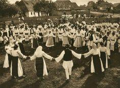Hora, a Traditional Romanian Dance, by Kurt Hielscher, 1933 Bucharest Romania, Folk Dance, World Cultures, Photomontage, Old Photos, Vintage Photos, Macedonia, Slovenia, Europe