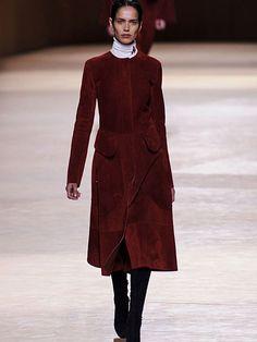#Fall in #Love: #Aproveite e #mude de #look! | #tendências #outono/inverno #NOVAestação #glamour #casacos #pelo #botas #vestidos #longos #looks #elegantes  #penteados #TONS #CASTANHOS #Castanhos #cores #básicas #novaestação