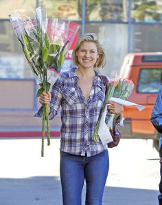 Ali Larter wearing Rails Kendra while buying flowers in Los Angeles.
