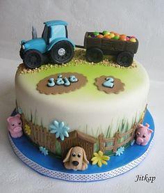 Traktor - cake by Jitkap - CakesDecor Tractor Birthday Cakes, 4th Birthday Cakes, Fondant Cakes Kids, Birhday Cake, Decors Pate A Sucre, Rodjendanske Torte, Farm Animal Cakes, Dino Cake, Farm Cake