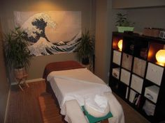 Massage Tips For Some Great Relaxation. Do you want to give a good massage? Do you have a good understanding of what is involved in becoming a massage therapist? The art of massage is more than j Massage Room Decor, Massage Therapy Rooms, Massage Treatment, Treatment Rooms, Massage Marketing, Medical Office Decor, Reiki Room, Spa Massage, Massage Clinic