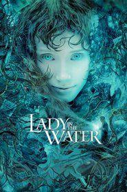 Kobieta w błękitnej wodzie