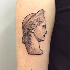 Great artwork is timeless and inspires us every day. Some art-loving folks pay homage to its beauty through museum-worthy tattoos. Statue Tattoo, Sculpture Tattoo, Modern Tattoos, Unique Tattoos, Gustav Klimt Tattoo, Art Inspired Tattoos, Art History Lessons, History Tattoos, Architecture Tattoo