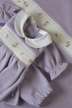 Linha Maternidade: Macacão lilás, com delicados boraddos de flores na casinha de abelha, e para acompanhar um manta coordenada = Sofisticada e delicada para a chegada de verdadeiras princesas! | Flickr - Photo Sharing!