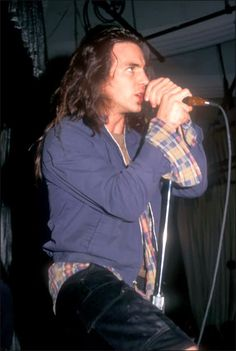 #PearlJam #EddieVedder Woah. I mean, like, WOAH. Whew. That's quite a look there Eddie. In look I mean STARE. As in right into my soul.