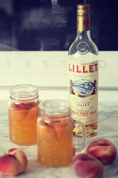 Den Hochsommer feiern: mit Pfirsich Lillet Celebrate the midsummer: with peach Lillet Limoncello Cocktails, Brunch Recipes, Cocktail Recipes, Summer Recipes, Cocktail Drinks, Smoothie Bol, Vegetable Drinks, Non Alcoholic Drinks, Summer Cocktails