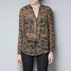 Camisa feminina camuflada com transparência