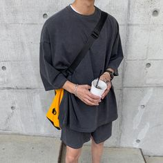 Mode Masculine, Oversized Shirt Outfit, Oversized Clothing, Look Fashion, Fashion Outfits, Korean Fashion Men, Grey Shirt, Looks Style, Aesthetic Clothes