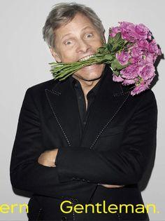 Viggo Mortensen et des fleurs. Je craque !!!
