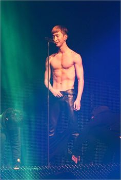 Bang Yong Guk keeps his promise and tears his shirt off at B.A.P's 1st solo concert