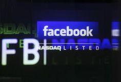 Facebook s'envolait mercredi à la Bourse de New-York, en dépit de l'expiration de la dernière clause empêchant les salariés actionnaires du groupe de réseau social de vendre leurs actions. Vers 16h00 GMT, le titre prenait 7,40% 21,33 dollars. /Photo prise le 18 mai 2012/REUTERS/Shannon Stapleton