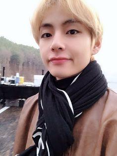 Read Especial pictures from the story 𝖗𝖊𝖆𝖈𝖈𝖎𝖔𝖓𝖊𝖘 ㅡ kim taehyung by jimin_mi_bias (𝐦𝐢𝐧 𝐦𝐢𝐧) with reads. Taehyung Selca, Jimin, Bts Selca, Taehyung Smile, Seokjin, Namjoon, Hoseok, Daegu, Foto Bts