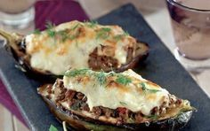 Stuffed aubergines with minced meat (Melitzanes papoutsakia) - iCookGreek