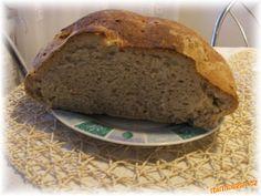 1. Těsto si připravíme v domácí pekárně.<br><br>2. Vykynuté těsto přendáme na plech vyložený pečícím...