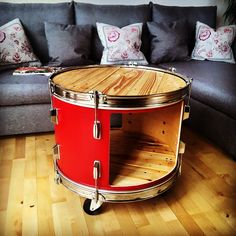upcycling bassdrum table - My CMS Music Furniture, Living Furniture, Diy Furniture, Living Room Decor, Kids Drum Set, Band Rooms, Music Studio Room, Studio Table, Recording Studio Home