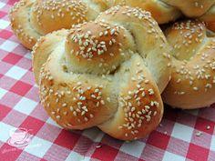 Secretele bucatariei noastre: CHIFLE JAPONEZE Cinnabon, Bread Recipes, Hamburger, Recipes, Hamburgers