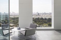 Layers of White is a minimalist house located in Tel Aviv, Israel, designed by Pitsou Kedem Architects. The penthouse is characterized by a series of metal panels lining the walls with imprinted geometric patterns. Contemporary Interior Design, Bathroom Interior Design, Interior Decorating, Contemporary Homes, Contemporary Apartment, Decoration Bedroom, Decoration Design, Interior Architecture, Interior And Exterior