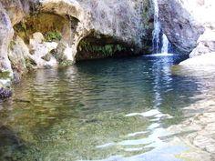 A unos 45 minutos de la ciudad de Barcelona encontramos un oasis, la Font de les Dous, se trata de un salto de agua de unos 20 metros de la riera de Pontons perteneciente al municipio de Torrelle…