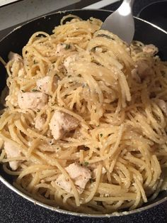 Lemon Chicken Spaghetti | Sweeter With Sugar Lemon Spaghetti, Chicken Spaghetti, Spaghetti And Meatballs, How To Cook Pasta, How To Cook Chicken, Pasta With Herbs, Chicken Stroganoff, Easy Weeknight Meals, Lemon Chicken