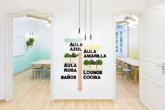 Eye-Catching Language School Design in Valencia by Masquespacio Commercial Design, Commercial Interiors, Deco Pastel, Spanish Design, Language School, Learning Spaces, Creative Walls, Design Furniture, Modern Furniture