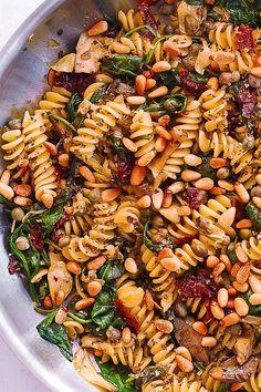 Italian pasta with spinach, artichokes, sun-dried tomatoes, capers, garlic … – Drinks – Fusilli Pasta Recipe, Pasta Recipes, Salad Recipes, Dinner Recipes, Cooking Recipes, Vegetarian Pasta Dishes, Vegan Pasta, Vegetarian Recipes, Healthy Recipes