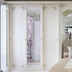 Встроенный шкаф купе в дизайне современного интерьера #встроенныйшкафкупе #встроенныйшкафкупеназаказ #встроенныйшкафкупераумплюс #встроенныйшкафвспальню #встроенныйшкафвгостиную #производительмебелимосква #demetrawoodmark