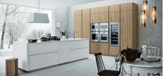 Cloe - Silk-effect white lacquer Natural knotted oak - http://cesar.it/en/cucine/cloe/