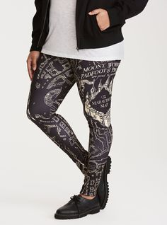 These leggings are bringing the figure-flattering magic with a figure-hugging black scuba material. Detailed with a Marauder's Map print that Messrs Moony, Wormtail, Padfoot, and Prongs would approve of. Harry Potter Marauders Map, Harry Potter Items, Harry Potter Outfits, The Marauders, Printed Leggings, Women's Leggings, Tights, Pop Culture Store, Plus Size Fall