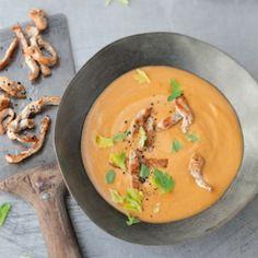 Süßkartoffel-Erdnuss-Suppe mit Currypute