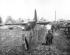 GLIDER TROOPS AFTER LANDING NEAR WESEL Date 24th March 1945