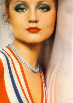 Pose and mood for beauty shot. Makeup: Ingrid Boulting photographed by David Bailey. Scanned by Miss Peelpants from Vogue, April 1973 70s Hair And Makeup, 1970s Makeup, Retro Makeup, Vintage Makeup, Vintage Beauty, David Bailey, Retro Mode, Mode Vintage, 1970s Hairstyles