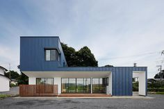 Completed in 2014 in Japan. Images by Kai Nakamura. This is a rebuilding project for families who have been living in this area for a long time. Hourglass is a house located in Gunma, Japan. Japanese Architecture, Contemporary Architecture, Architecture Design, Zinc Cladding, Sips Panels, House Of The Rising Sun, My House Plans, Minimal Home, Prefab Homes