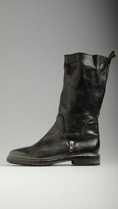 Catarina Martins black boots