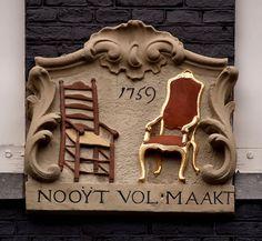 Gevelsteen NOOYT VOLMAAKT   by Vereniging Vrienden van Amsterdamse Gevelstenen