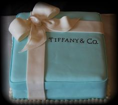 YES!!!!!! This is the cake I want for my birthday <3 and maybe a tiny box to go with it!