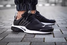 Mens/Womens Nike Shoes 2016 On Sale!Nike Air Max* Nike Shox* Nike Free Run Shoes* etc. of newest Nike Shoes for discount sale Sneakers Mode, Sneakers Fashion, All Black Sneakers, Fashion Shoes, Work Sneakers, Leather Sneakers, Jordans Sneakers, Fashion Outfits, Nike Presto Negros
