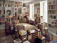 quarto rodeado por livros #