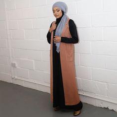 Side pose so you guys can see the full length jacket  .  .  .  Jacket: @veronacollection  .  Photographer @aslijaan__   Co-ordinator @hijabiinthecity  Studio @maryam.taqi  Stylist @bubblegumhijab  .  #ootd #modest #hijab #blogger