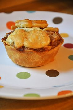 Single serve mini apple pies from a muffin tin, great bake & take, pack for lunch, no mess shareable dessert!