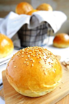 perfect burger buns - The very best homemade burger buns. An unbeatable recipe :] -The perfect burger buns - The very best homemade burger buns. An unbeatable recipe :] - Sandwich Recipes, Pizza Recipes, Vegetarian Recipes, Bread Recipes, Perfect Burger, Bun's Burger, Burger Salad, Salad Sandwich, Gastronomia