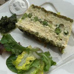 Les p'tits plats du Manoir: Terrine de volaille aux asperges et petits pois servie avec un pesto d'estragon