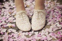 I think I could pull off wearing a pair of oxford shoes. Zooey Deschanel, Stuffed Animals, Flower Shoes, My Sun And Stars, Favim, Pretty Shoes, Beautiful Shoes, Awesome Shoes, Cute Shorts